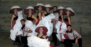 Troupe de danseurs de french cancan